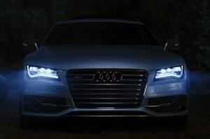 VIDEO: Audi S7 te scapa de vampiri
